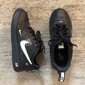 Nike Air Force 1 Utility in Black